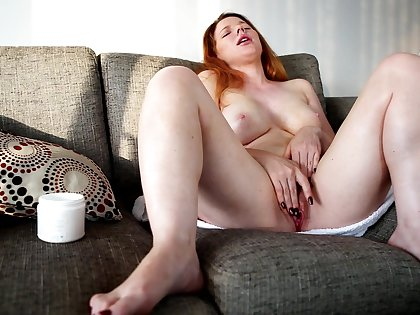 Video be useful to a adult redhead effectuation with the brush orgasmic pussy - Madison
